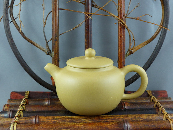 Yixing Terracotta Chinese Teapot APR110
