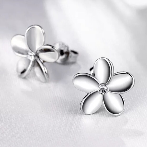 18k Earrings: White Gold Flower