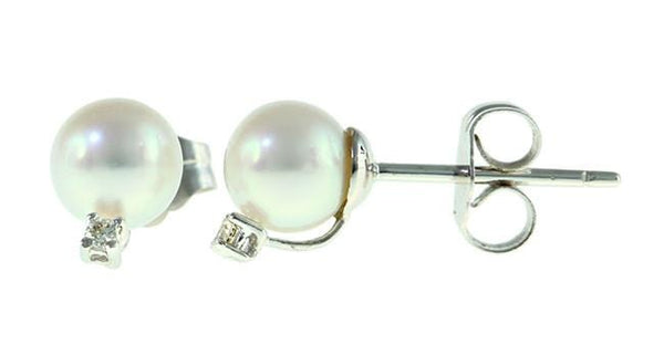 Japanese Akoya Pearl Earring with Diamond
