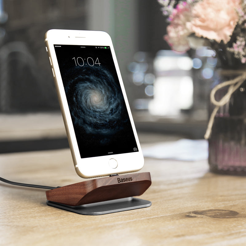iPhone puidust dock