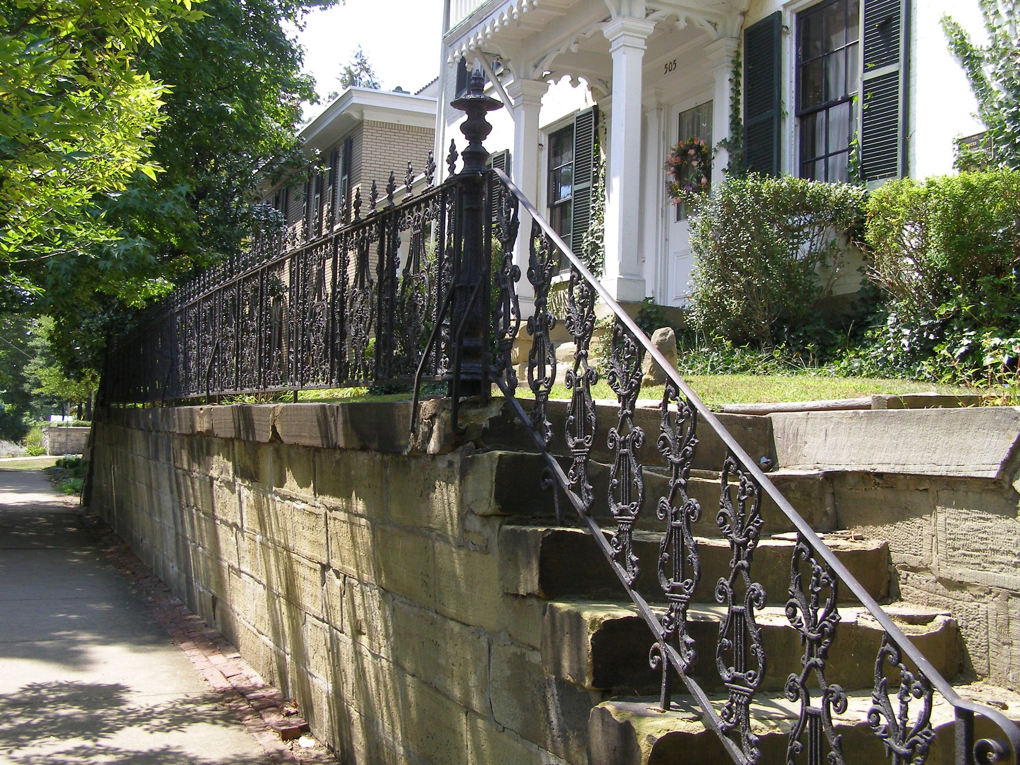 How to Refinish Exterior Iron Railings