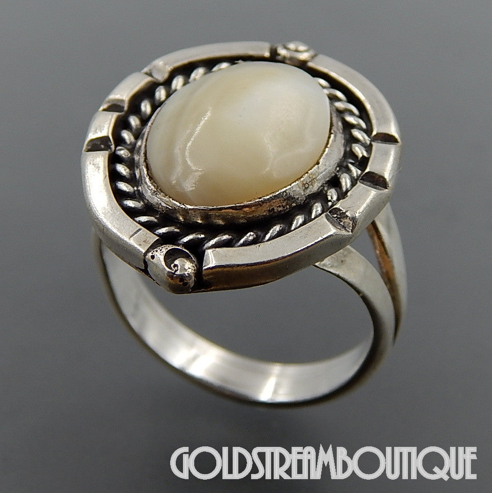 NATIVE AMERICAN NAVAJO STERLING SILVER OVAL MOTHER OF PEARL ROPE SPLIT SHANK RING - SIZE 10.75