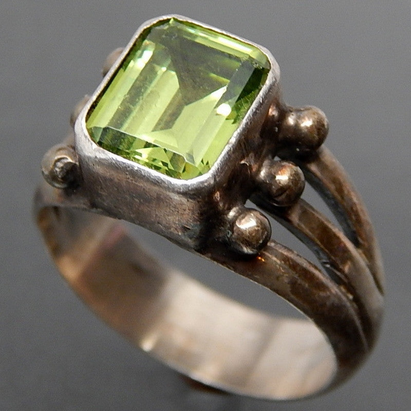 PERIDOT BEZEL SETTING BEADS SPLIT SHANK STERLING SILVER RING - SIZE 9