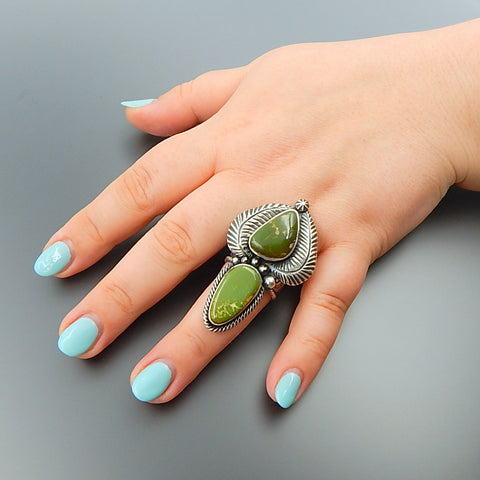 Handcrafted green american turquoise sterling silver feathers solid long ring - size 8.75