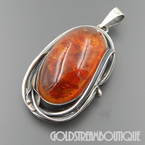 VINTAGE STERLING SILVER GORGEOUS BALTIC OVAL AMBER CALA LILLY PENDANT