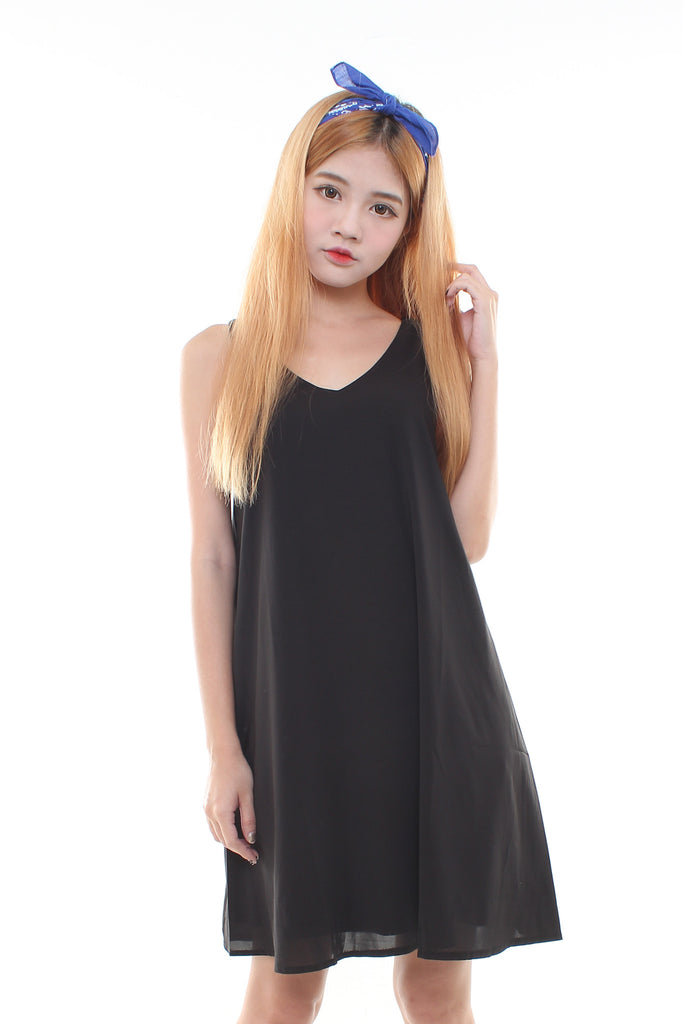 FLOWY V SHIFT DRESS IN BLACK
