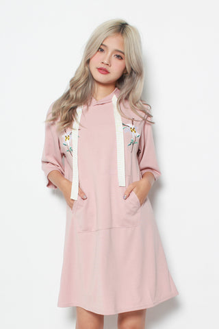 CALEIGH FLORAL EMBRODERY OVERSIZED HOODIE DRESS IN PINK