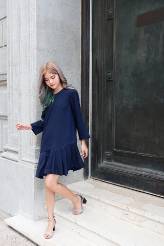 BEVERLY FLOWY DRESS IN NAVY