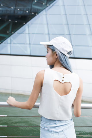CUT OUT HEART TOP IN WHITE