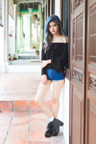 ALISA SHOELACE OFF SHOULDER TOP IN BLACK
