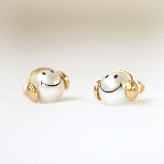 Happy smile pearl earrings