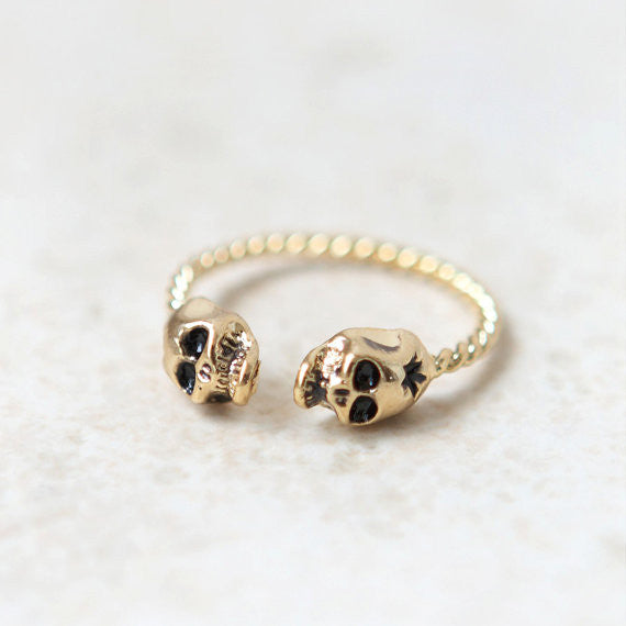 Tiny Skulls ring in gold