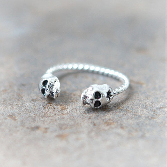 Tiny Skulls ring in silver