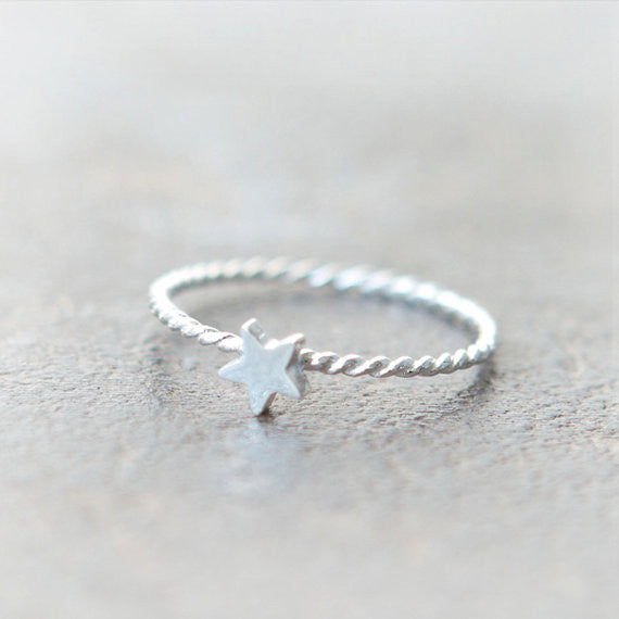 Tiny Star Ring in sterling silver