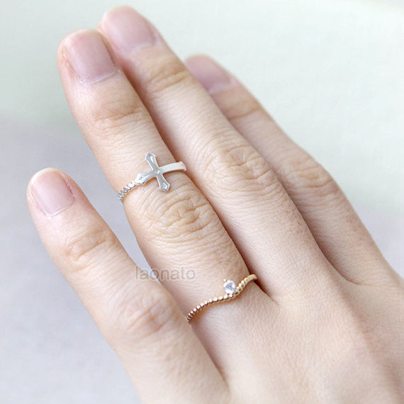 Dotted curve ring witih a tiny CZ