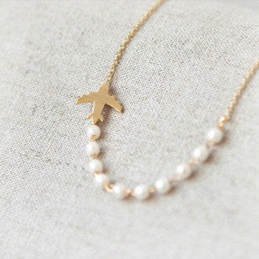 Airplane and pearls Necklace in gold