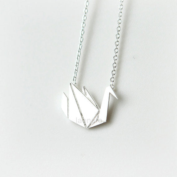 Not Paper Craft But Origami Necklace | Origami necklace, Swan ... | 570x570
