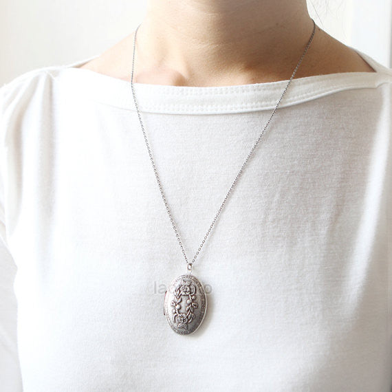 Flower Oval Mirror Locket Necklace