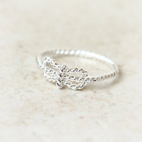 N001 Twisted Knot Ring