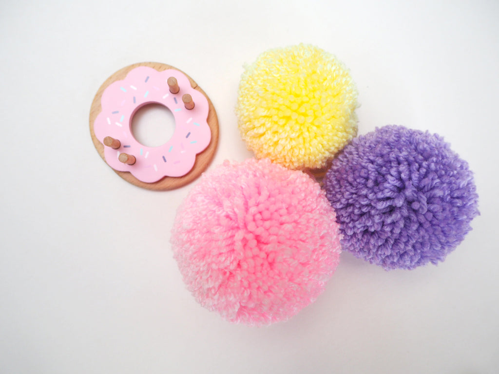 The Pom Maker makes super cute pompoms - review by London Craft Club