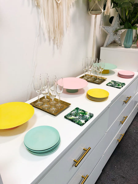 If you book a private workshop you can use our plates and cake stands