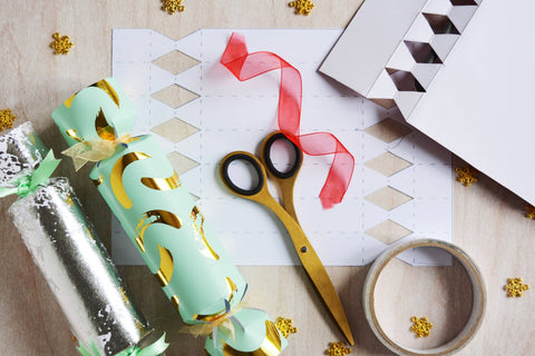 Make Your Own Adorable Christmas Crackers