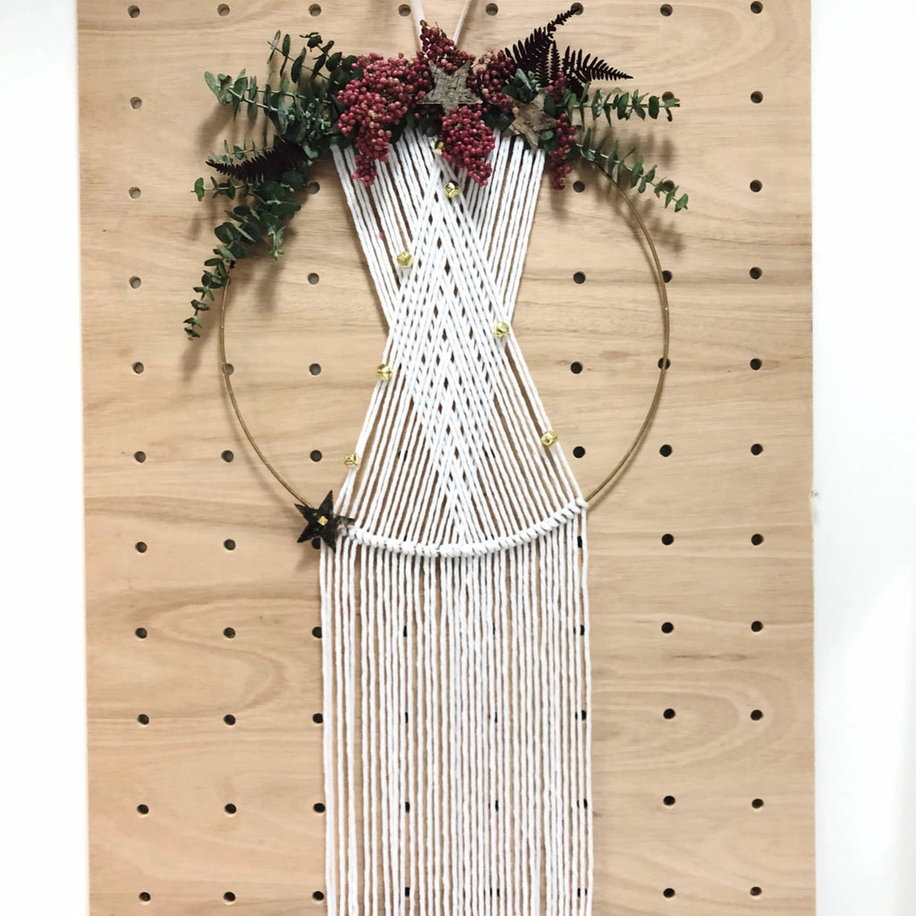 Create a Stunning Macrame Christmas Wreath with Dried Flowers