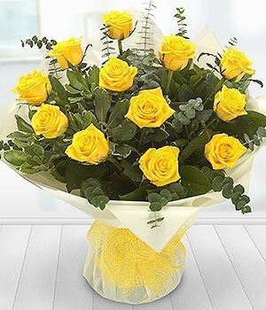 Aqua Pack - A Dozen Yellow Roses