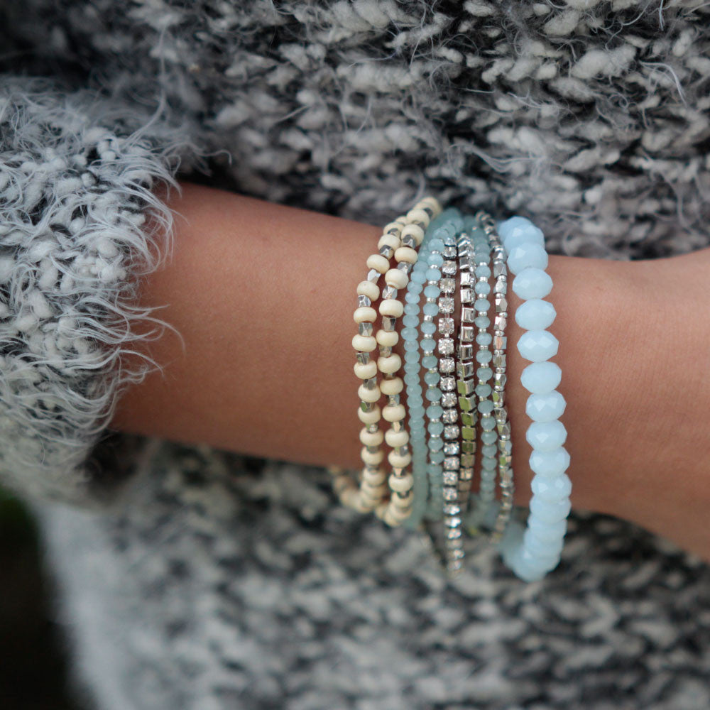 PRELAYERED CRYSTAL MAGNETIC& STRETCH STATEMENT BRACELET: ICE BLUE