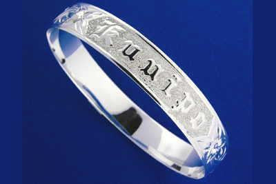 SILVER 925 HAWAIIAN BANGLE BRACELET PLUMERIA SCROLL RAISED LETTER KUUIPO 18MM