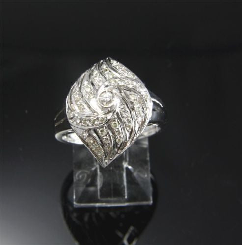 0.30 CTW GENIUNE DIAMOND RING SET IN SOLID 18K WHITE GOLD