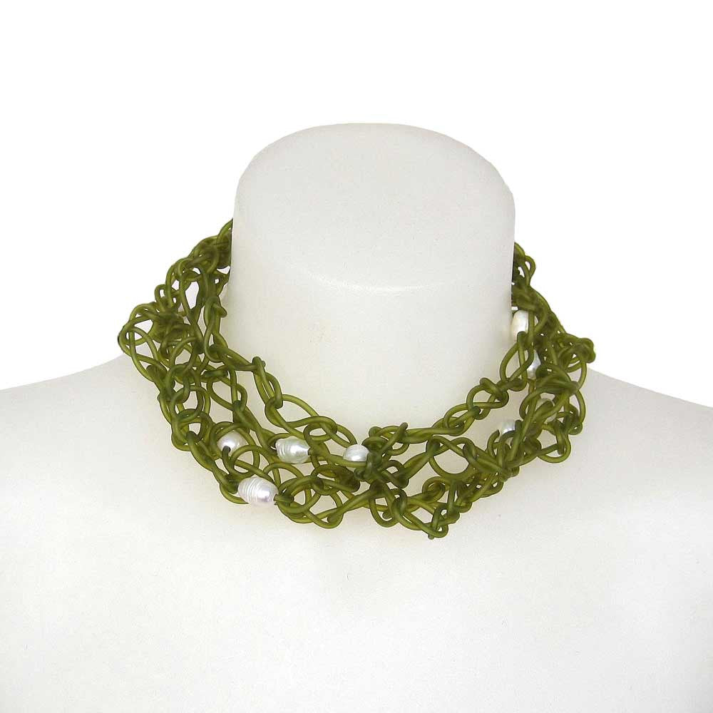 chaotic necklace with pearls - green