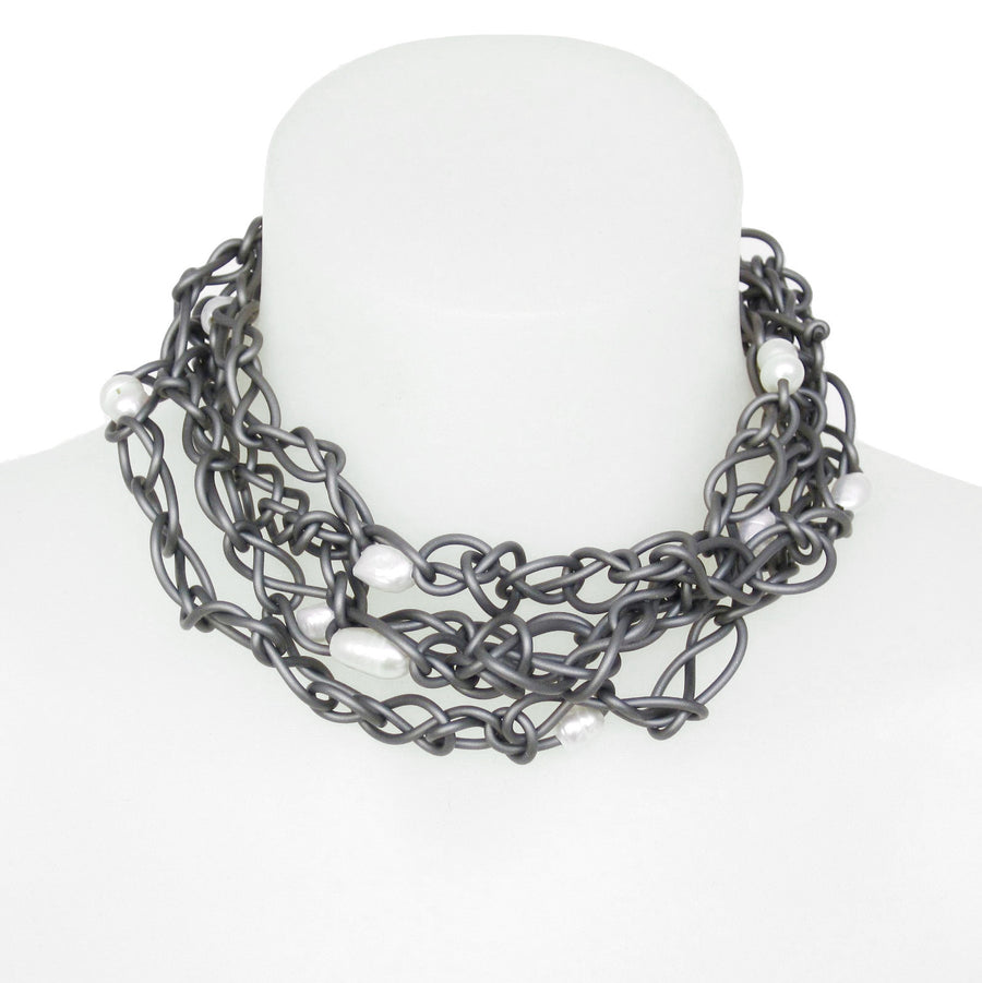 chaotic necklace with pearls