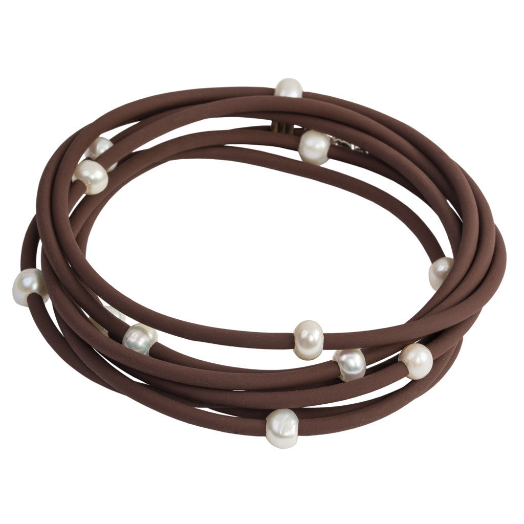 Long rubber necklace with pearls, brown