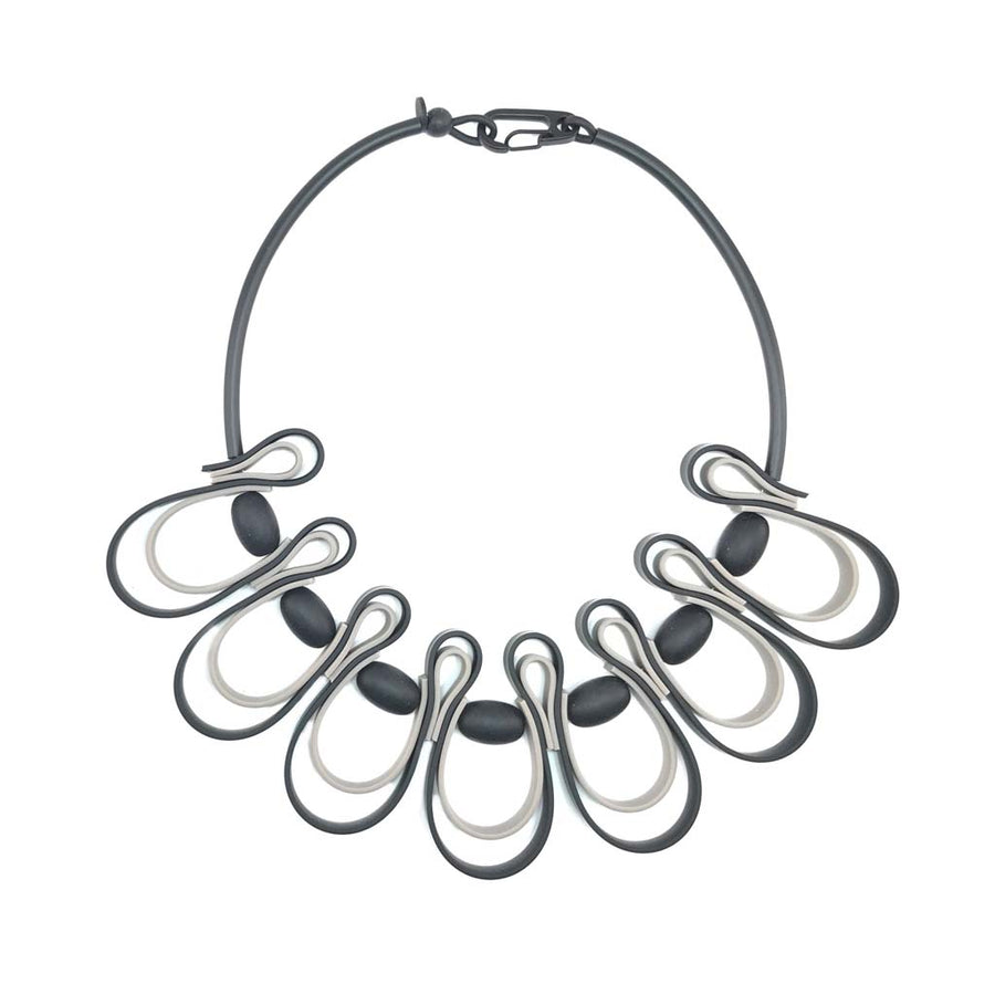 dynamic squiggle necklace