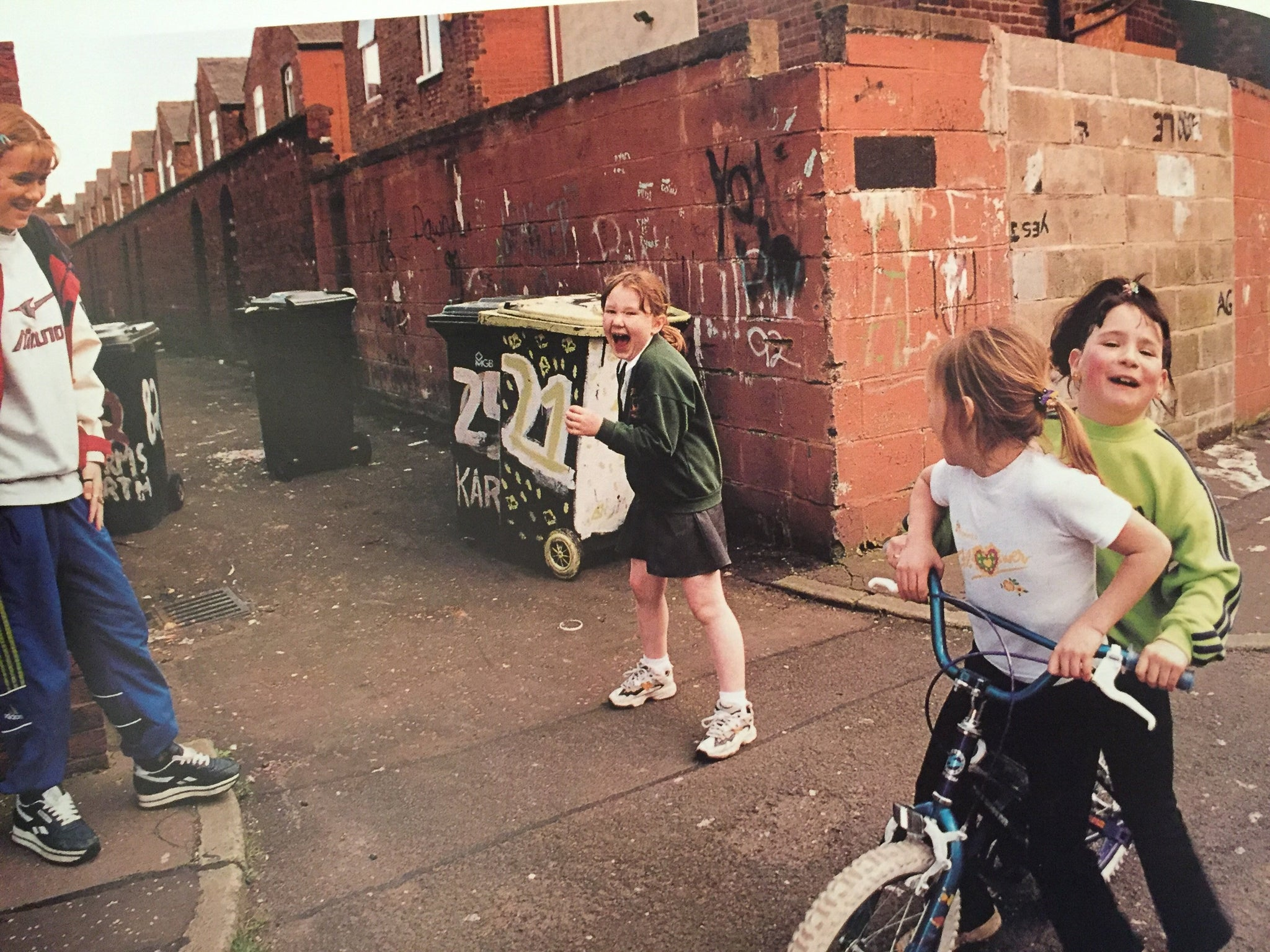 Shirley Baker, Streets & Spaces: Urban Photography - Claire de Rouen Books