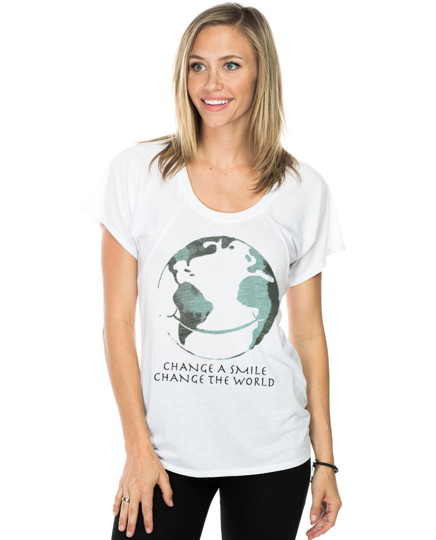 Change A Smile Change The World Women Flowy Raglan