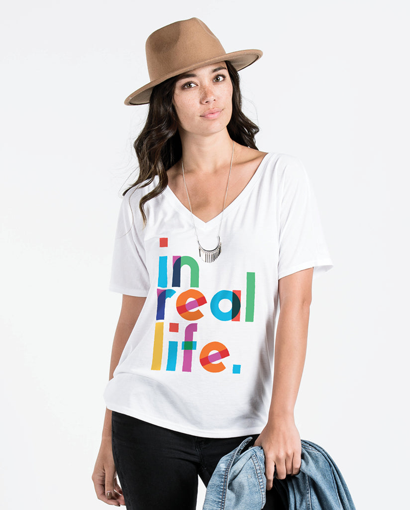 IN REAL LIFE Womens White Flowy V-Neck by Tech Wellness