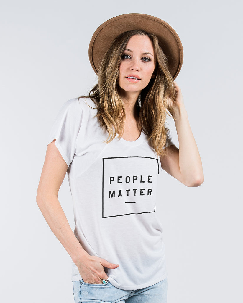PEOPLE MATTER Womens White Flowy Raglan