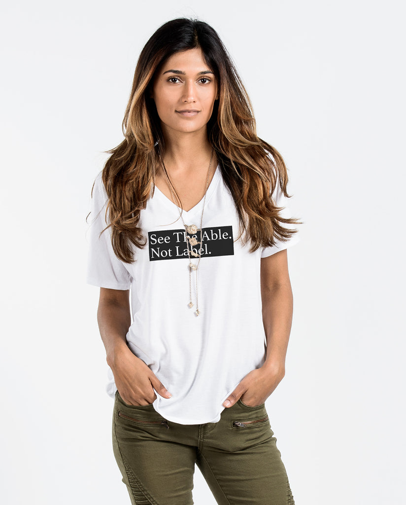 SEE THE ABLE NOT THE LABEL Womens White Flowy V-Neck
