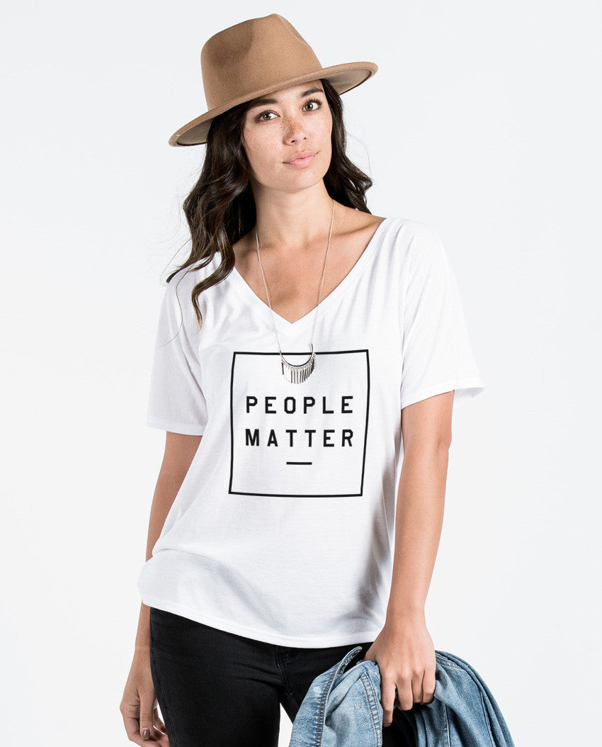 PEOPLE MATTER UNITE Womens White Flowy V Neck