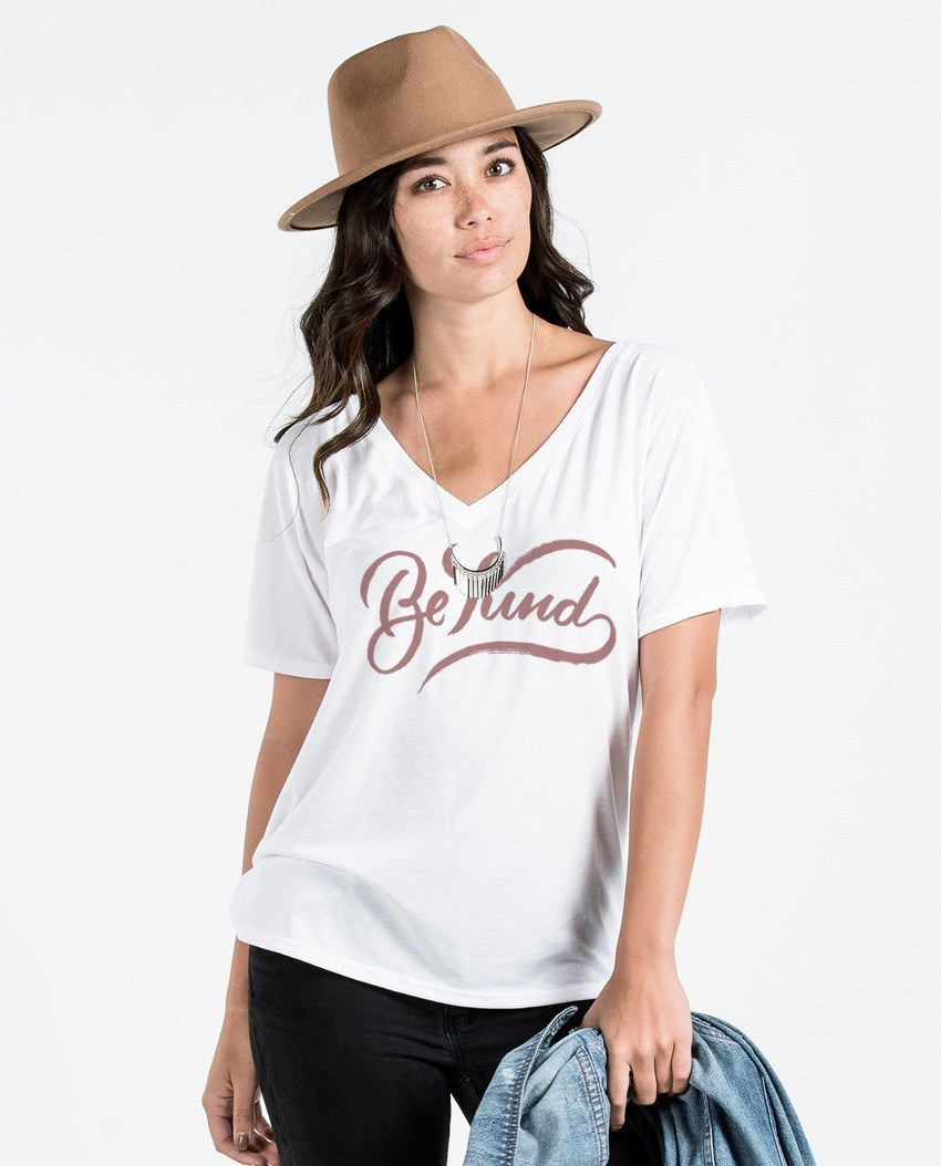 T-shirt - Be Kind Flowy V Neck