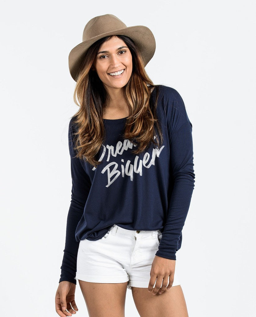 T-shirt - Dream Bigger Flowy Long Sleeve Tee