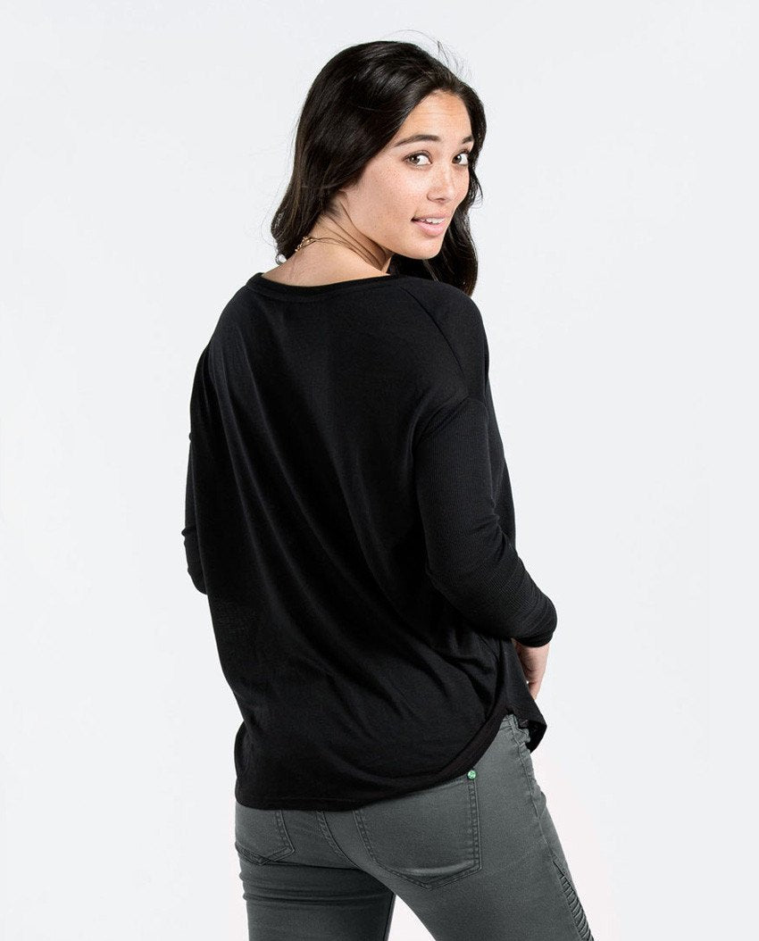 T-shirt - Shine Flowy Long Sleeve Tee