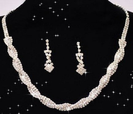 Embrace - Necklace & Earrings Set