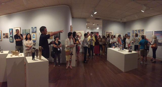 GR Gallery at Honolulu Museum of art Spalding House - Explaining the Work