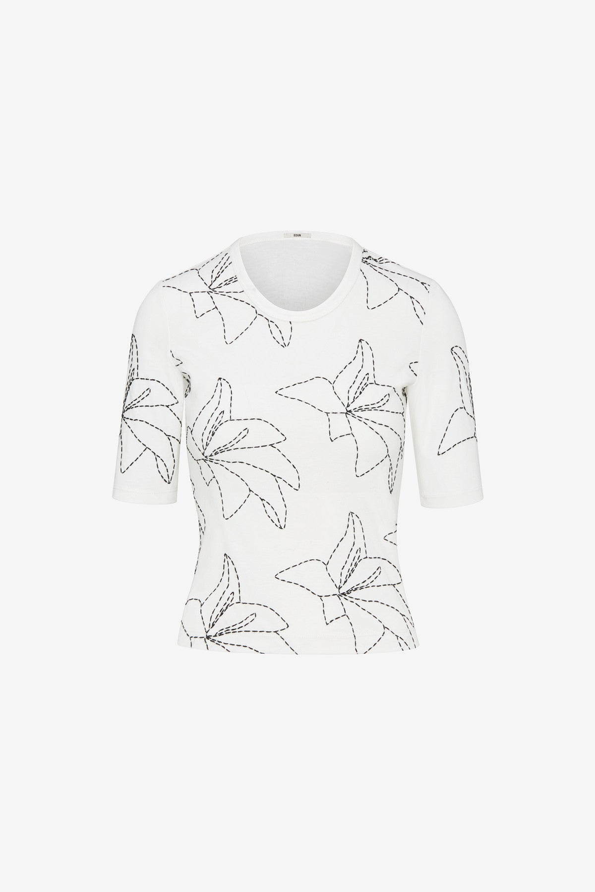 EMBROIDERED FLOWER SLIM TEE