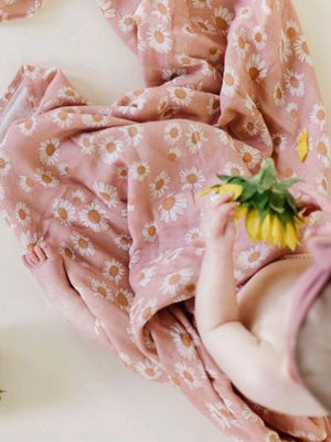 Load image into Gallery viewer, MINI SCOUT Swaddle - Daisy Blush Pink