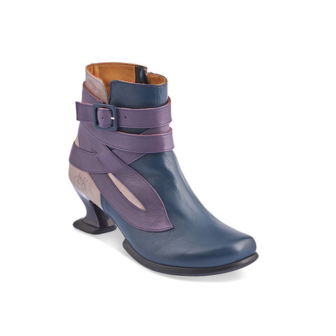 Sporting the new-look Wearevers heel, Asante has a modern silhouette and typical Fluevog verve. This versatile ankle boot features an enthralling wrapped leather design with an adjustable leather strap, inner zipper and super-comfy rubber sole.