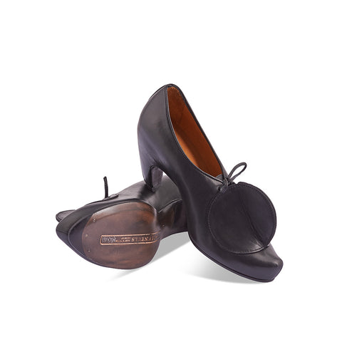 A contemporary design classic, Tracey Neuls' Bigtop features her renowned leather circle detail that creates a sculptural silhouette and beautiful lines. The upper is handcrafted from single piece of leather that wraps from toe to heel and forms a flattering silhouette that beautifully follows the curve of the leg.